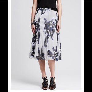 🆕 NWT Pleated Floral Midi Skirt
